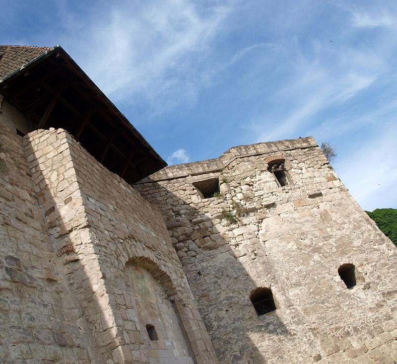 17832273 - castle in eger 3